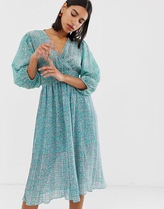 Vero Moda mix print pleated midi dress with volume sleeve-White