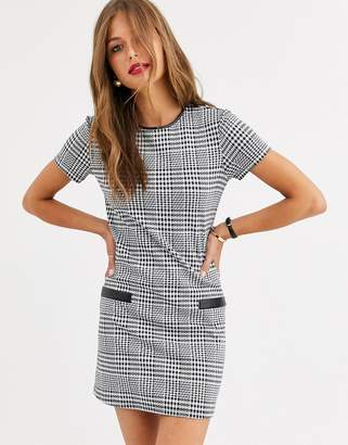 Stradivarius dress with pu pockets in dog tooth print-Multi