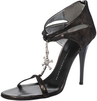 Giuseppe Zanotti Metallic Grey Leather Skull Embellished T Strap Sandals Size 40