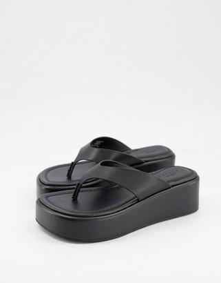 ASOS DESIGN Target premium leather toe thong flatforms in black