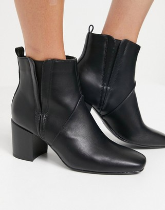Glamorous heeled chelsea boots in black