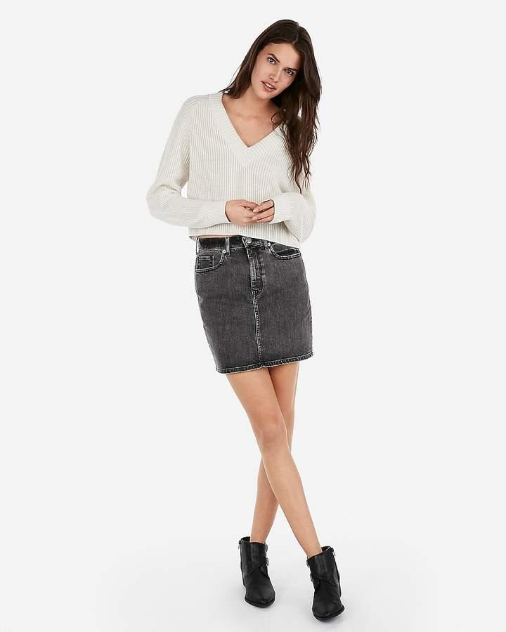 Abbreviated Boxy V-Neck Pullover Sweater