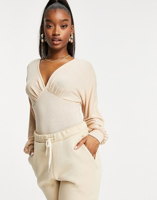 Parallel Lines v neck body with blouson sleeves in natural