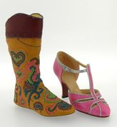 Raine Just The Right Shoe - Stepping Out in Georgetown Retired - Shoe Figurine Occasions Gift 25782-JTRS
