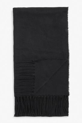 Monki Raw hem tassel scarf
