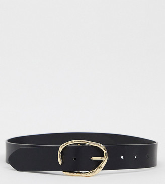Accessorize sculptural gold buckle belt in black