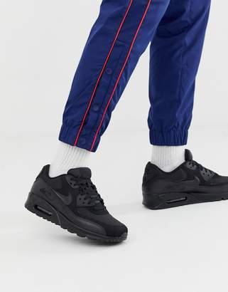 Nike 90 essential trainers in black