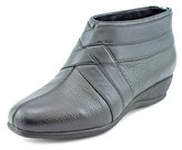 Trotters Latch W Round Toe Leather Bootie.