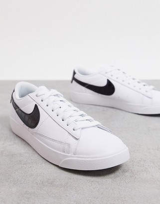 Nike Blazer Low in white and black