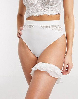 Lindex Ella M Smilla lace bridal garter in white