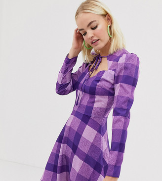 Reclaimed Vintage inspired dress with tie neck in check-Purple