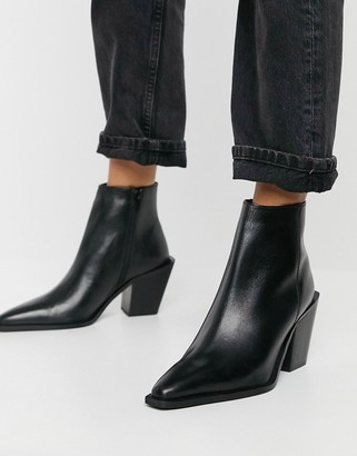 Schuh Barney mid-heeled ankle boot with angled heel in black leather