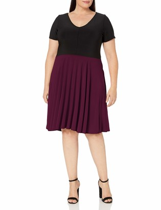 Star Vixen Women's Plus-Size Sleeve V-Neck Solid Bodice Skirt Short Dress with Curved Hemline