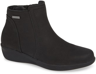 Aravon Fairlee Wedge Bootie
