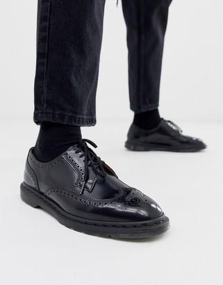 Dr. Martens Kelvin brogues in black polished smooth