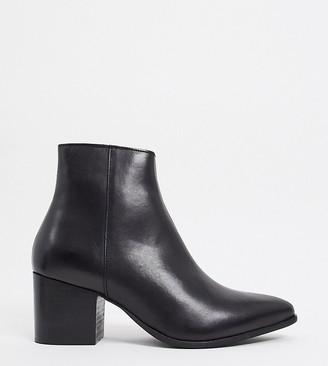 ASOS DESIGN Wide Fit heeled chelsea boots with pointed toe in black leather with black sole