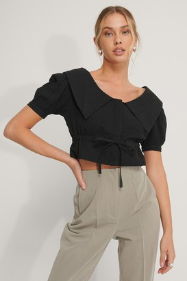 NA-KD Cropped Collar Top