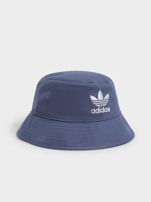 adidas Adicolor Trefoil Bucket Hat in Blue & White