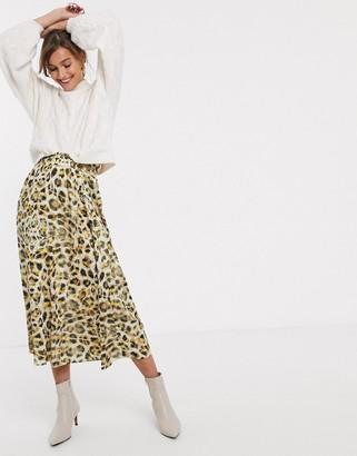 Gestuz Tjekke leopard print midi skirt
