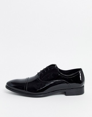 Red Tape patent leather shoe in black