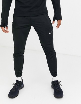 Nike Running Phantom essentials jogger in black