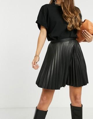 Vila leather look pleated mini skirt in black