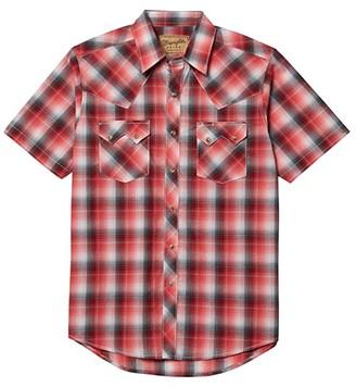 Wrangler Retro Short Sleeve Plaid Two-Pocket Snap (Red) Men's Clothing