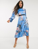 Liquorish floral dress with volume sleeves and open back