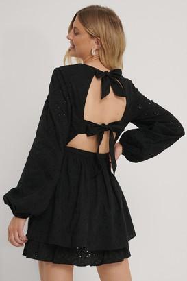 NA-KD Anglaise Open Back Dress
