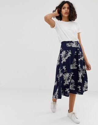 NATIVE YOUTH midi tea skirt in palm print-Navy