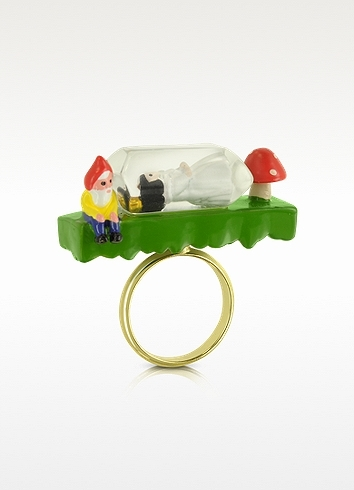 N2 Snow White in her Glass Ring