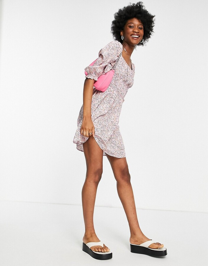 Thumbnail for your product : New Look shirred bust puff sleeve mini dress in lilac floral