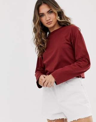 Asos Design DESIGN boxy crop t-shirt with overlock in burgundy-Red