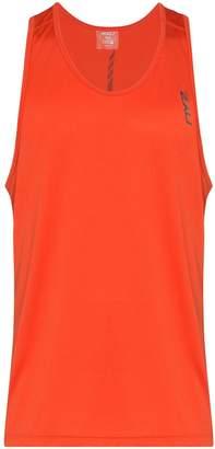 2XU GHST running vest