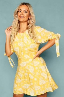 boohoo Plus Floral Puff Shoulder Tie Sleeve Skater Dress