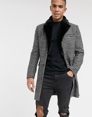 Gianni Feraud faux fur collar dogtooth check overcoat