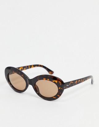 A. J. Morgan AJ Morgan oval sunglasses in tortoise shell