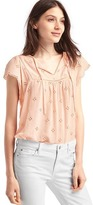 Gap Scallop sleeve tassel top