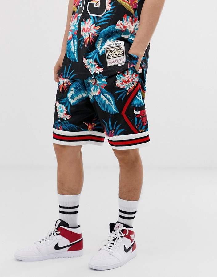 the latest c2d6c 9b6e5 Mitchell   Ness Fashion for Men - ShopStyle UK
