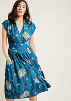 Emily And Fin Saunter Sweetly Midi Dress in Blue in XXS