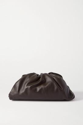 Bottega Veneta The Pouch Large Gathered Leather Clutch - Dark brown