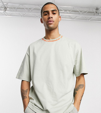 New Balance t-shirt with tape logo neck in beige