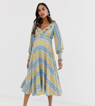 Queen Bee Maternity ruffle plunge front midaxi dress in chain print