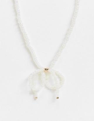 Monki Harper bow short pearl necklace in white
