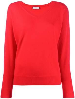 Closed V-neck fine knit sweater