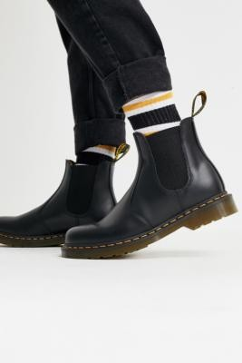 Dr. Martens Black 2976 Chelsea Boot - Black UK 7 at Urban Outfitters