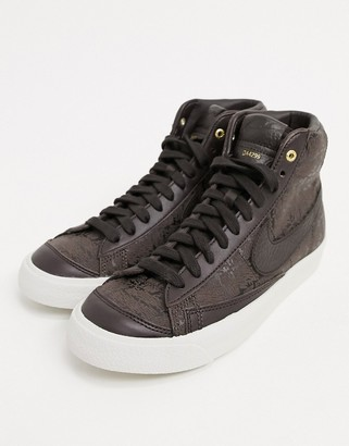Nike Blazer 77 mid trainers in brown and beige