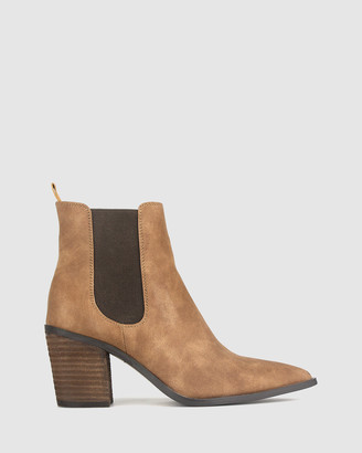 betts Bounty Western Ankle Boots