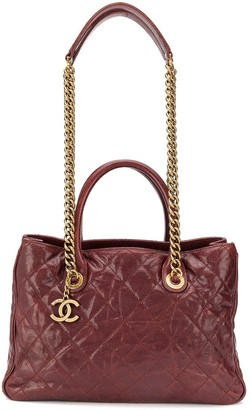 Chanel Pre-Owned 2012 varnished quilted 2way bag
