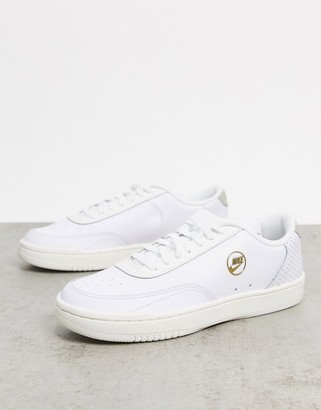 Nike Court Vintage sneakers in off